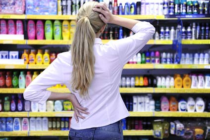 choosing-shampoo-grocery